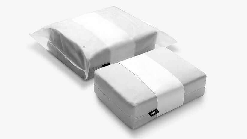 The Bedding is lined with cardboard. Stored in a cloth bag and secured with a paper ring. To further keep the bedding clean, it is packed in a plastic packaging. Meticulous attention to detail is paid in the packaging process.