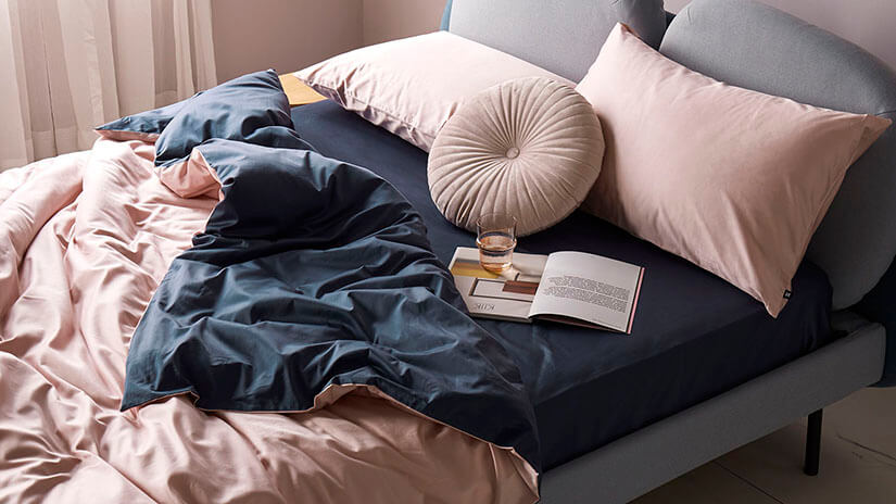 Elevate your bedroom appearance. Match your bedsheets with contrasting pillowcases