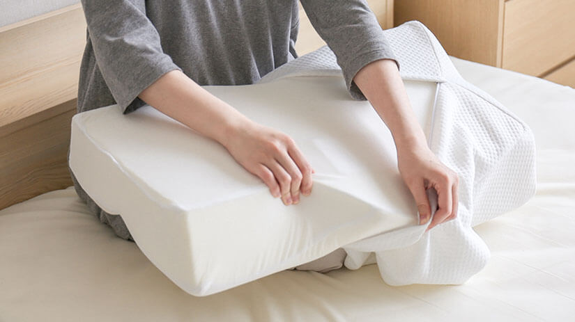 Removable cover for easy cleaning. *Do not remove the inner cover as it may damage the inner material.