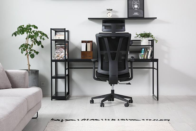 Available in black mesh backrest with black seat.