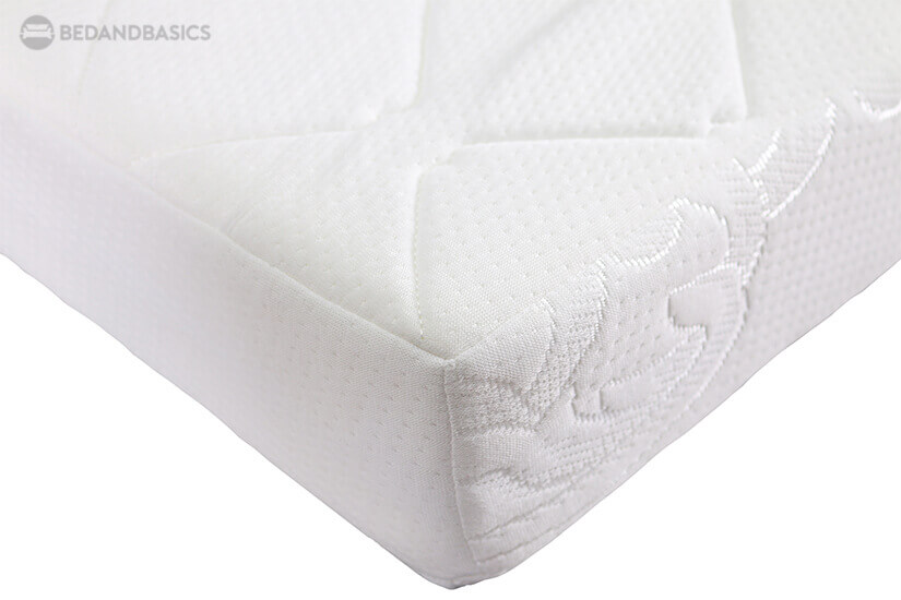 Breathability of the soft knit fabric used as a cover ensures that you can sleep comfortably through the night. It prevents heat from being trapped and offers better ventilation.