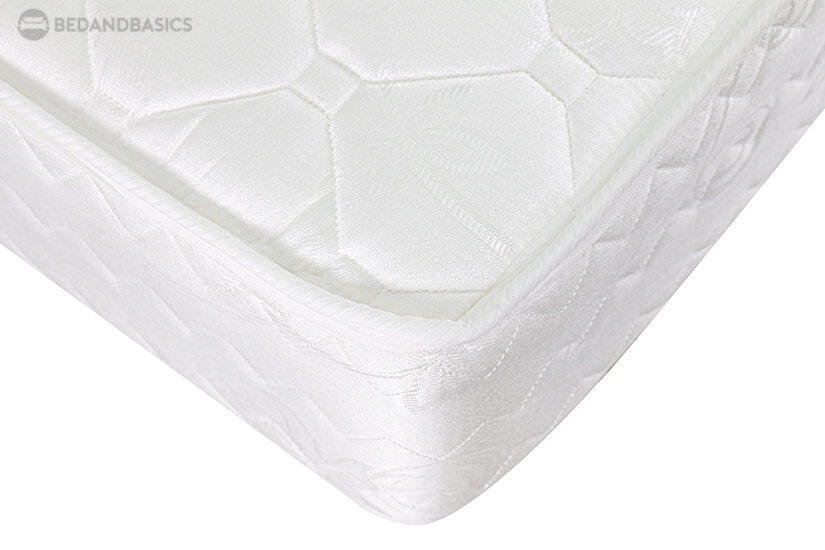 Made of quality Damask fabric, the mattress' quilting is soft to touch. Its glossy and excellent pattern distinction evoke a touch elegance.