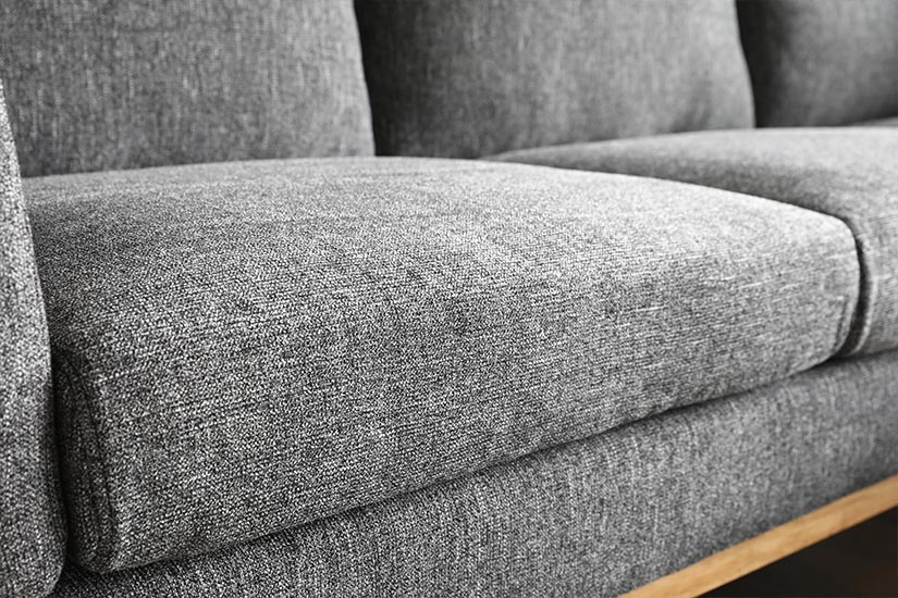 The high-density cushions ensure lasting comfort even after long hours of sitting.
