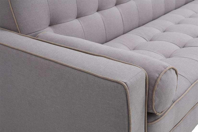 The sofa's pipings accentuate and soften its edges while creating continuity to the sofa's design.