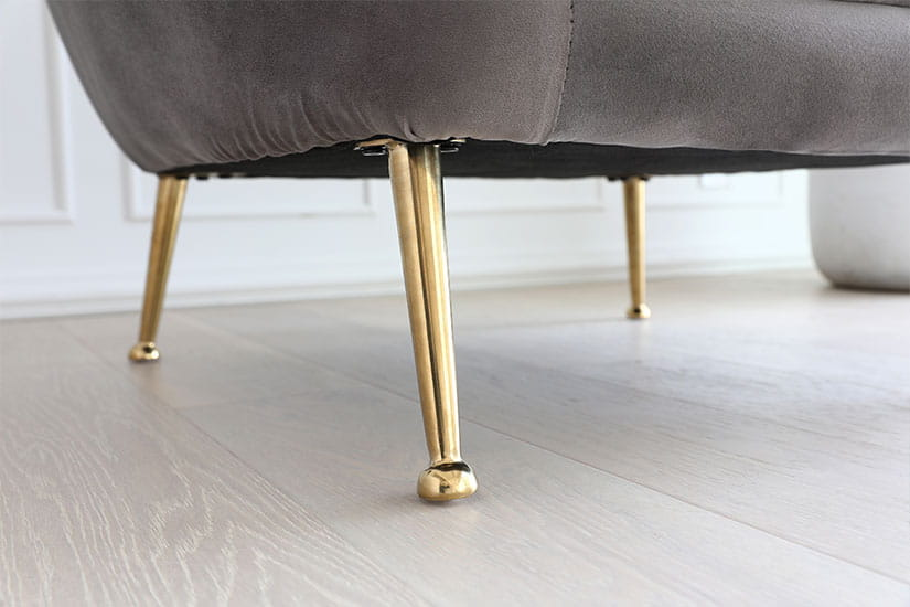 Completed with a touch of glitz and glamour. High-shine, golden Zinc alloy legs. Sturdy yet beautiful.