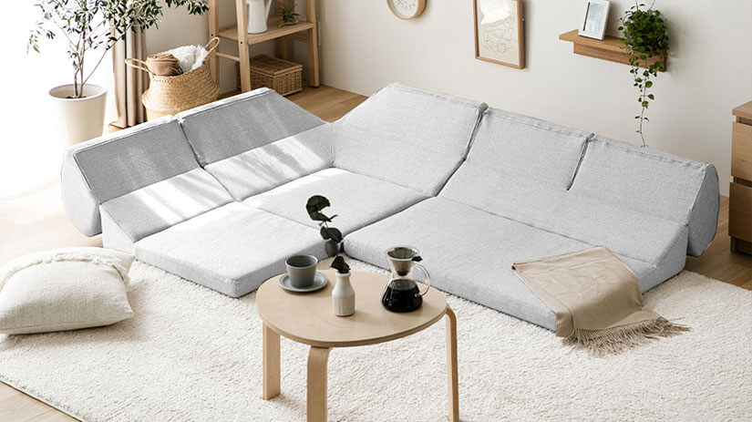 Effortlessly transform your sofa into a sofa bed.
