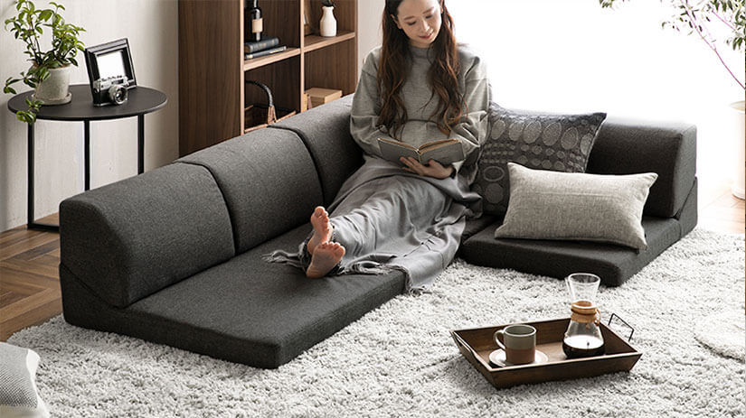Sit back and stretch your legs, this floor sofa can help improve your sitting posture as it encourages you to sit more upright. Comfortable even after long hours of sitting.