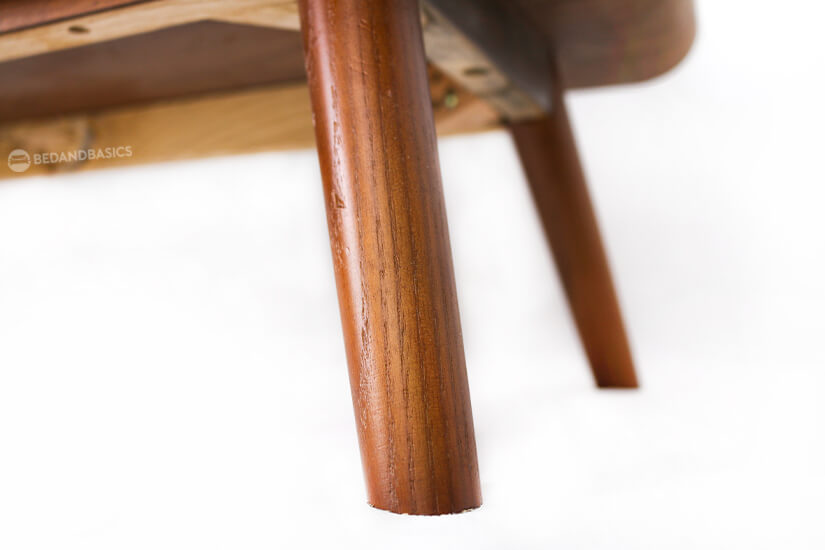 The wooden canted legs, a signature of retro-style furniture forms the rest of the console. The legs provide excellent stability and support.