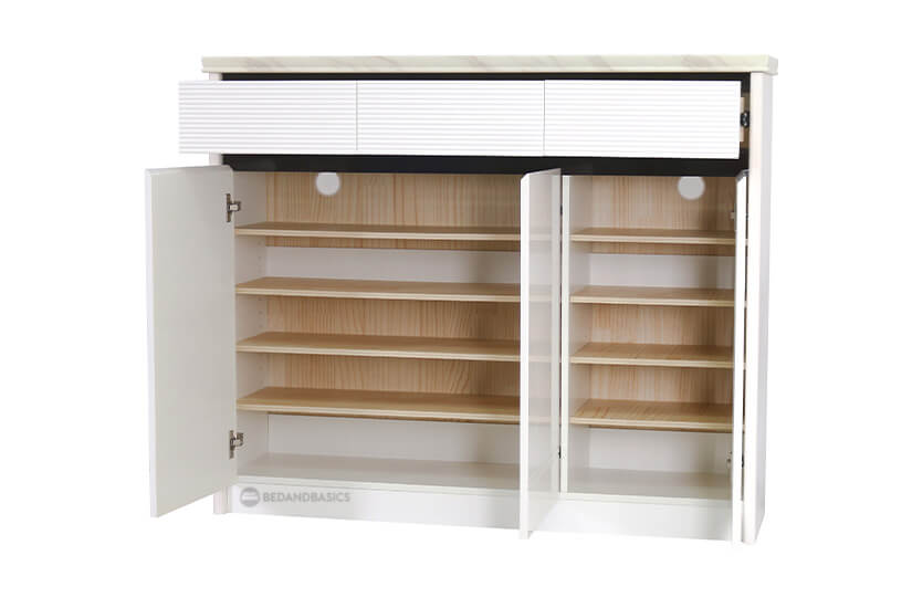 Ample of storage space with separate drawers and adjustable shelving compartments.  Allows you to have designated spots for different items.