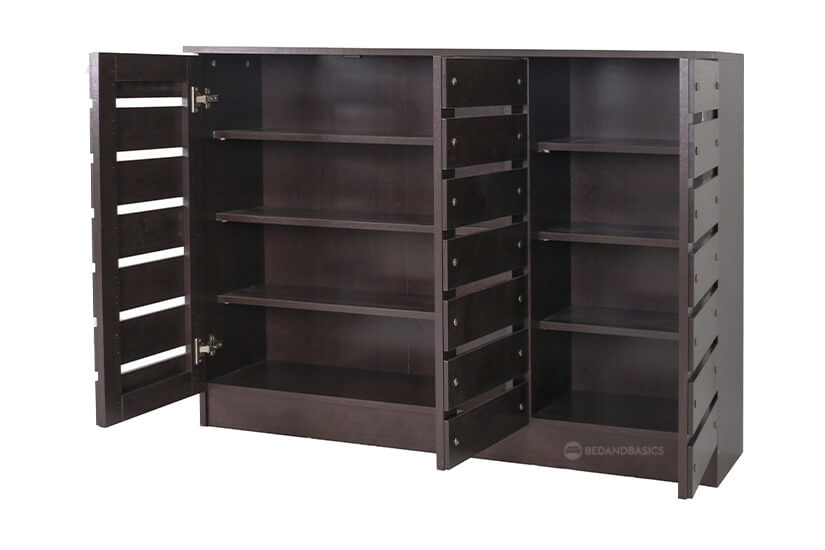 Ample of storage space. 2 separate compartments, 6 shelving racks for easier organisation.