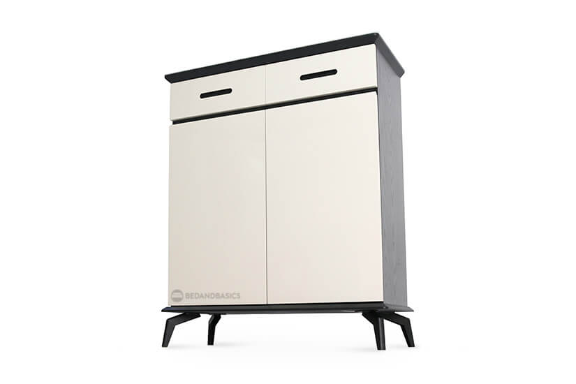Strong metal legs support the weight of the shoe cabinet sturdily.