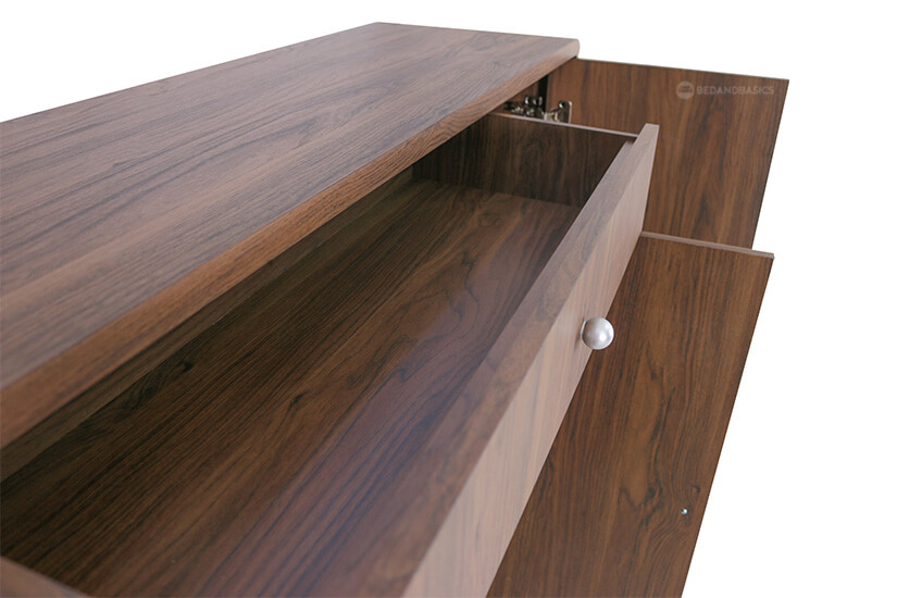 One drawer for storage.