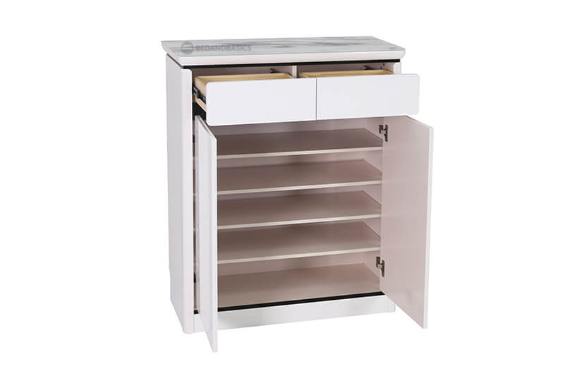 Built with 2 drawers and 4 shelving compartments to keep footwear and other accessories out of sight.