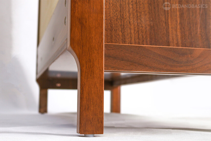 Concave arc design allows this piece to fit perfectly against walls with floor mouldings.