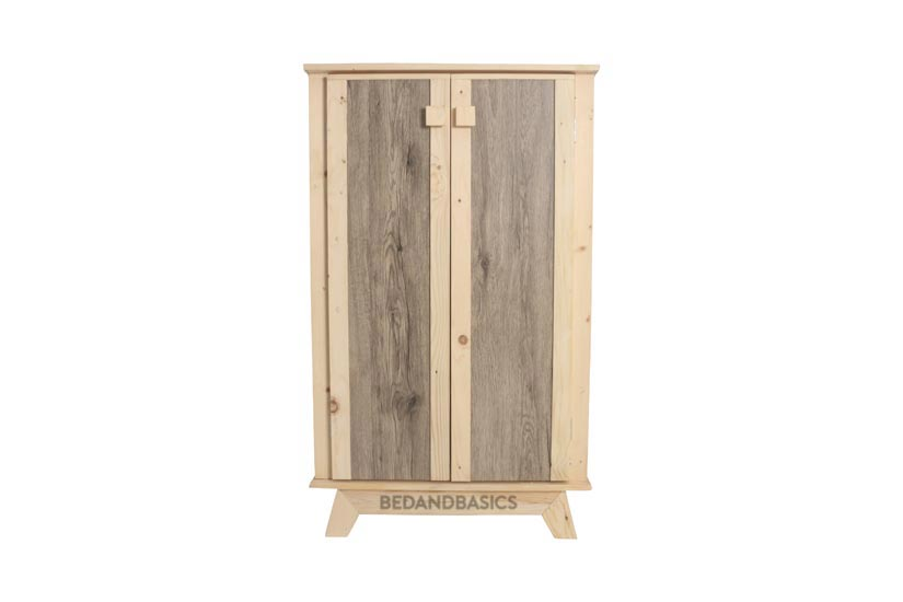 An arboraceous piece that displays its woody qualities through varying woodgrain texture and colours.