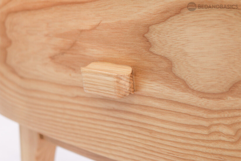 All-around wood swirl design.