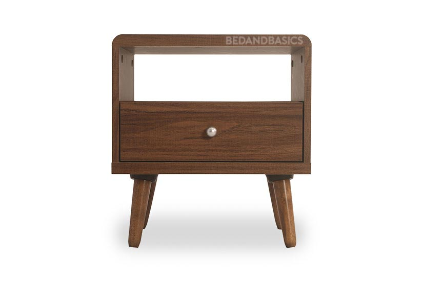 Tidy up and de-clutter with this coffee table. Tuck away your remote controls and miscellaneous into its storage space.