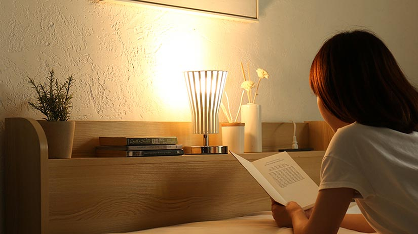 Reading on your bed is made easy with the built-in power outlet by simply placing a lamp on your headboard.