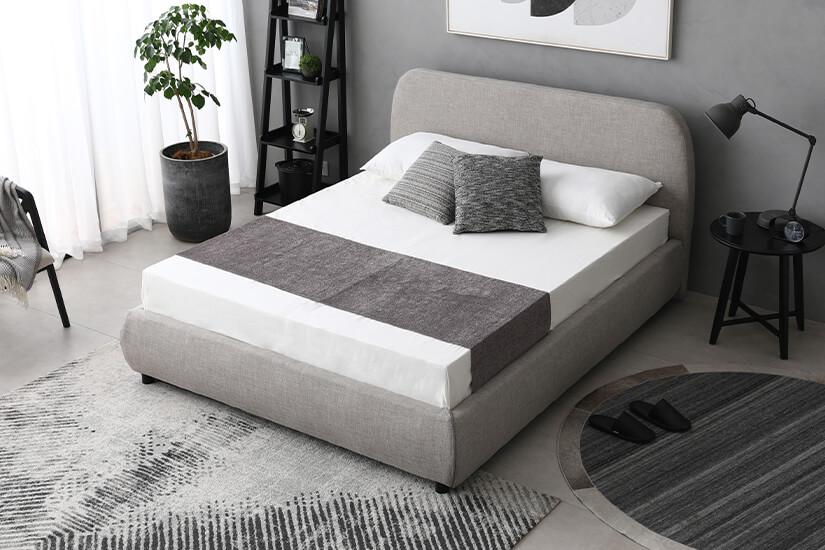 Soft, sleek frame with curved edges.