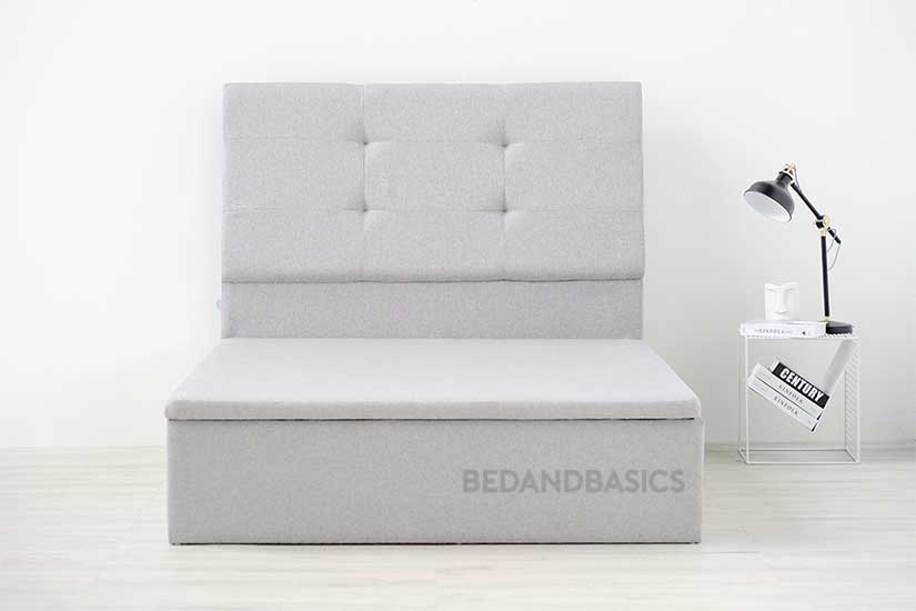 All-around textured fabric upholstery, the bed frame's upholstery is also water-repellent and stain-resistant.