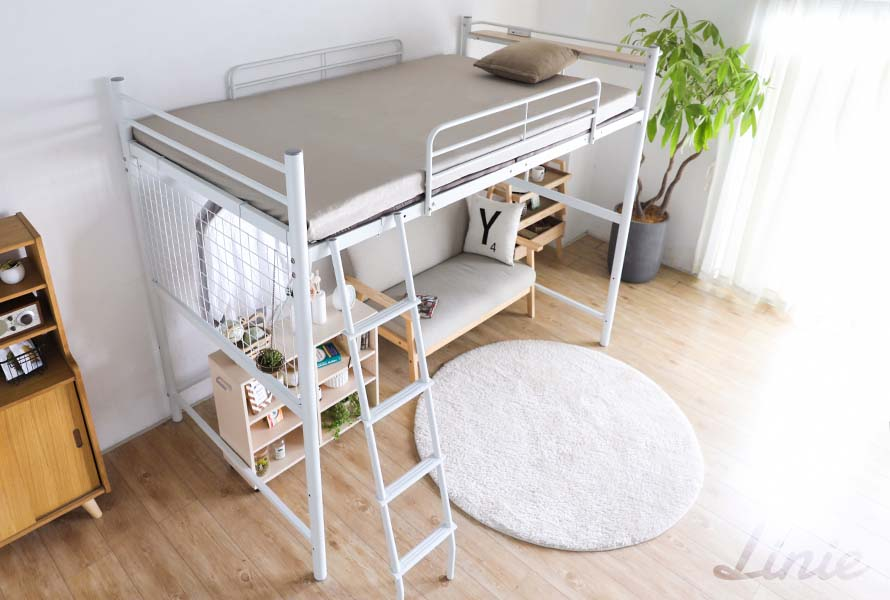 The top-angled view of the Linie Ladder Bed in white