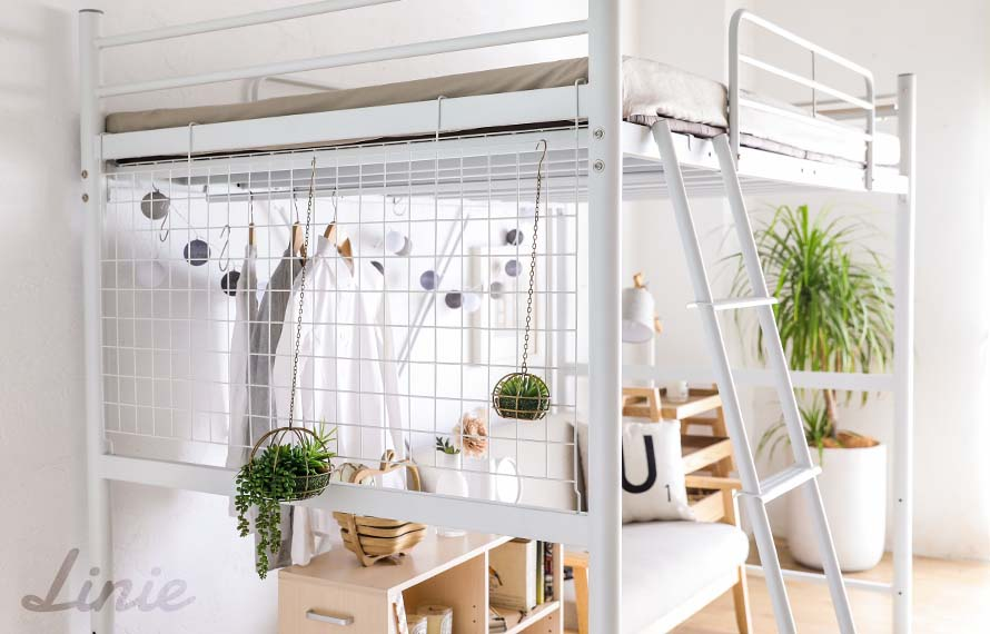 Beautiful shot of the side wire mesh hanging potted plants - Home design idea!